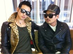 If you have to wait around on something, do it kostyle-cool. (image: 29rain @Twitter)