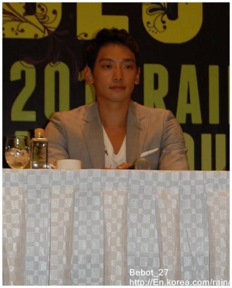 [22/05/2011] Fotos de Rain en conferencia de prensa en Singapur 16111