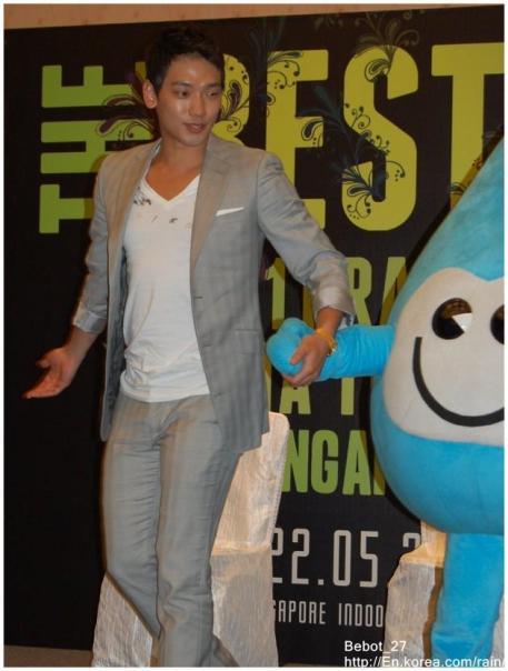 [22/05/2011] Fotos de Rain en conferencia de prensa en Singapur 279