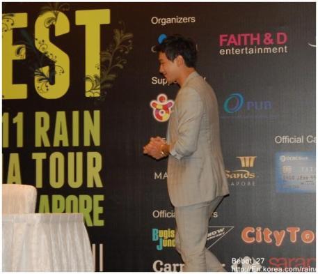 [22/05/2011] Fotos de Rain en conferencia de prensa en Singapur 3231