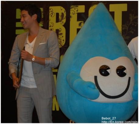 [22/05/2011] Fotos de Rain en conferencia de prensa en Singapur 386