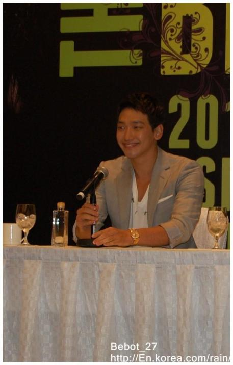 [22/05/2011] Fotos de Rain en conferencia de prensa en Singapur 518