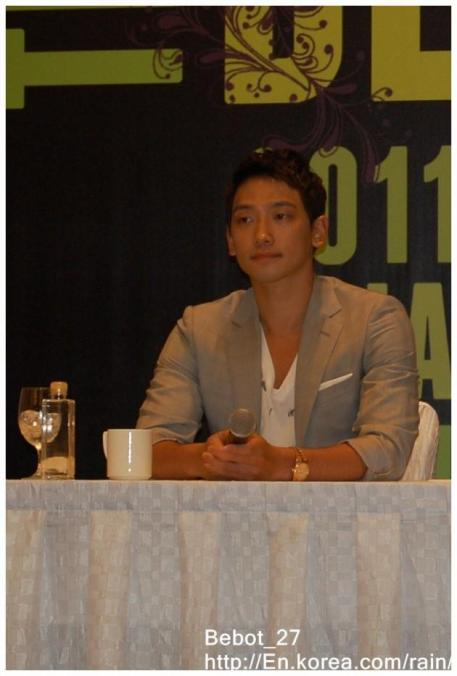 [22/05/2011] Fotos de Rain en conferencia de prensa en Singapur 914
