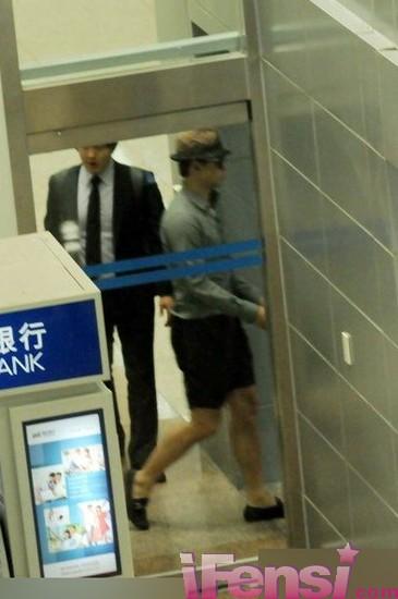 [24/05/2011] Imagenes de Rain en el aeropuerto de Shangai Air_3