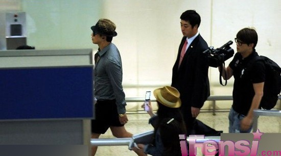 [24/05/2011] Imagenes de Rain en el aeropuerto de Shangai Air_4