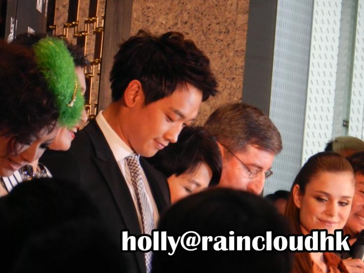 [30/05/2011] Rain en la apertura de boutique de MCM  Dscn03751