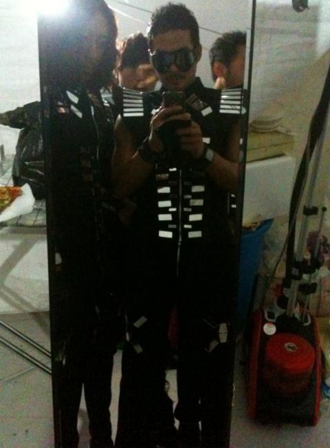 [28·08·2011]Después del concierto de Daegu~ 2011_rain_the_best_show_dancers