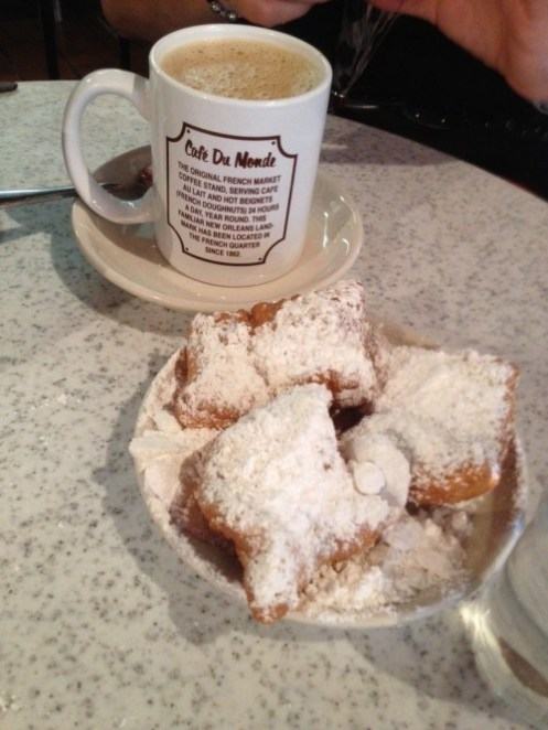 beignets-at-cafe-du-monde-e1380723019132