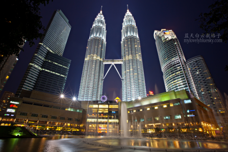 Petronas Twin Towers at dusk. Image credit: mylovelybluesky.com
